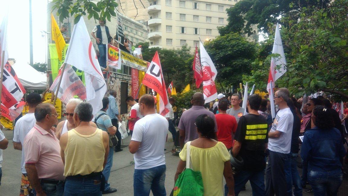 Centrais sindicais e entidades dos movimentos popular e social unidas no ato