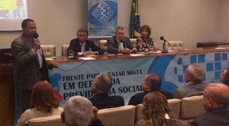 Frente reúne-se em Brasília