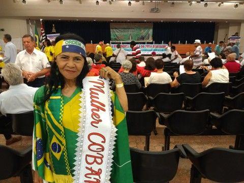 Norberta, da Associação Asapvest, sempre presente e bem caracterizada