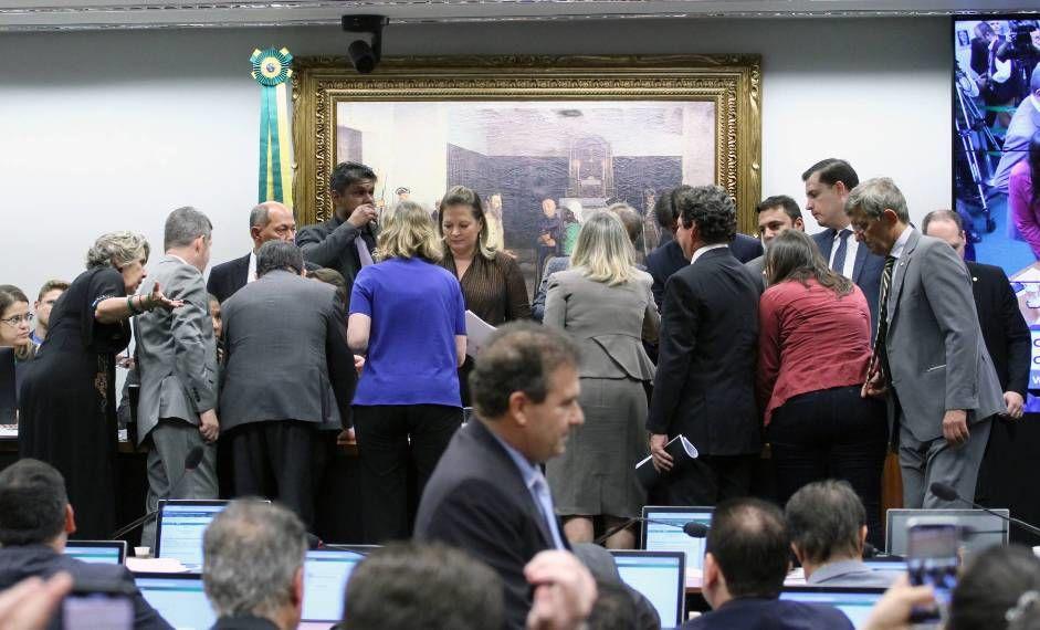 CCJ interrompe sessão - 09-04-2019