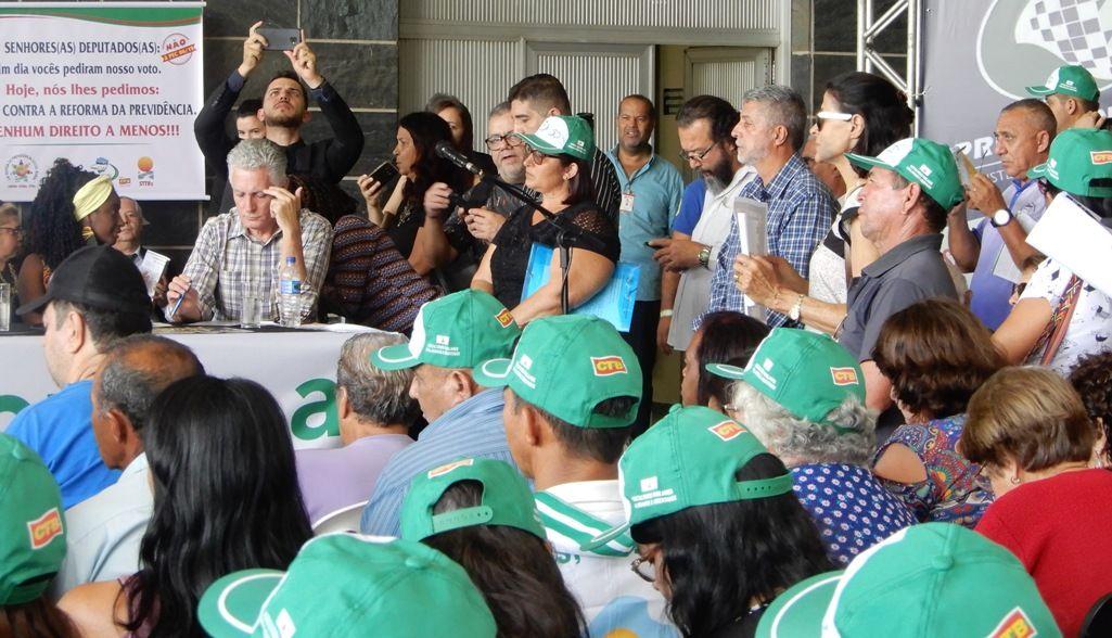 Público atento às denúncias contra a destruição da Previdência