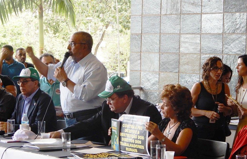 Senador Paulo Paim foi o principal destaque do ato