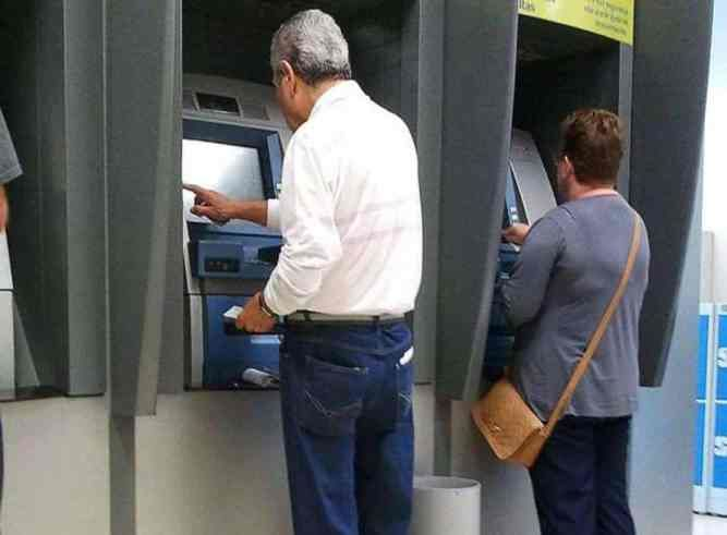 Prova de vida de aposentado é realizada em bancos, em casa ou hospital