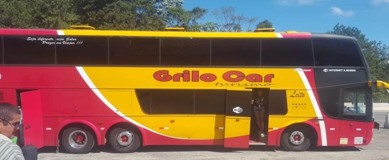 Ônibus de turismo quebra e passageiros são 'esquecidos' na Tamoios em Paraibuna