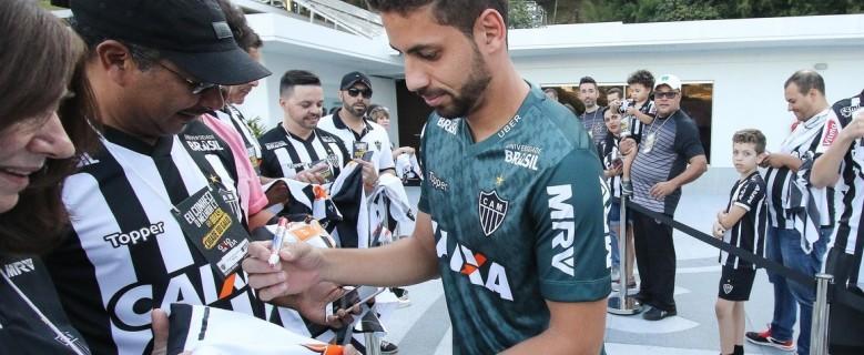 Com a confiança do técnico, Gabriel revela conversar particular e vê futebol crescendo