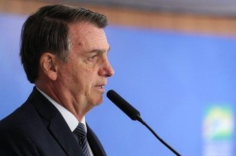 Decreto de Bolsonaro permite porte de armas a jornalistas e políticos