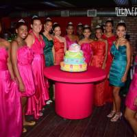 Meninas carentes ganham baile de debutante e vestido de estilista famoso