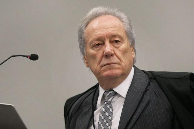 Lewandowski suspende MP que adia reajuste de servidores federais