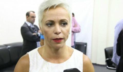 Governo tenta de novo, e perde de novo: posse de ministra segue suspensa
