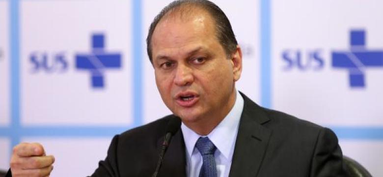 Ministro da Saúde defende plano de saúde mais caro para idosos