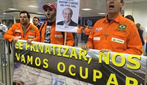Petroleiros vâo à Justica para anular leilões do pré-sal