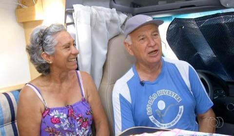 Casal de aposentados mora na estrada para aproveitar a liberdade