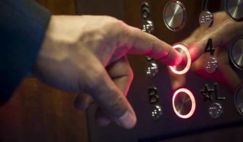 Pânico no elevador: eletricitários descobrem que norma da empresa dificulta salvamento