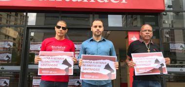 Santander aplica 'reforma' trabalhista sobre acordo negociado e é alvo de protestos