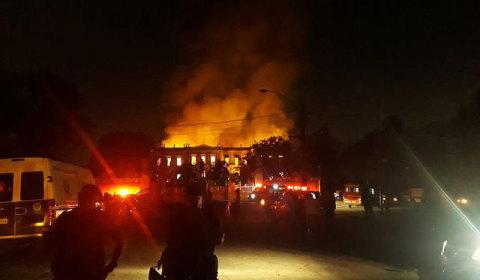 """A cultura em chamas: incêndio causa """"dano irreparável"""" ao Museu Nacional"""
