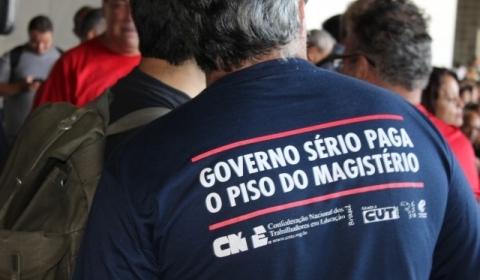 Há mais de 30 dias: educadores de Minas decidem pela continuidade da greve