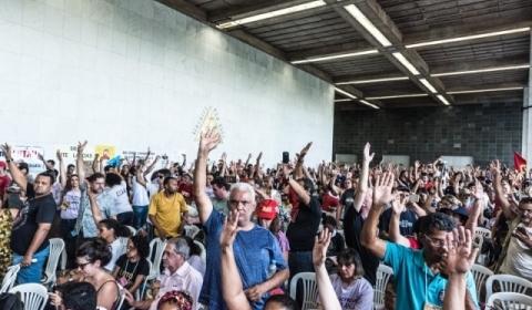 Educadoras e educadores de Minas aprovam continuidade da greve