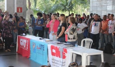 Educadoras e educadores aprovam suspensão da greve