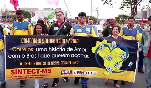 Trabalhadores dos Correios estão de greve contra retirada de direitos