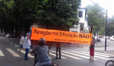 Acompanhe ao vivo o Dia Nacional de Greve da Educação em todo o país
