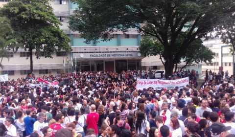 Começou! A Greve da Educação já deixa BH lotada de manifestantes