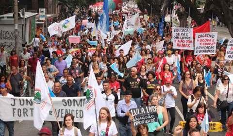 Um milhão nas ruas em defesa da educação e contra a reforma da Previdência