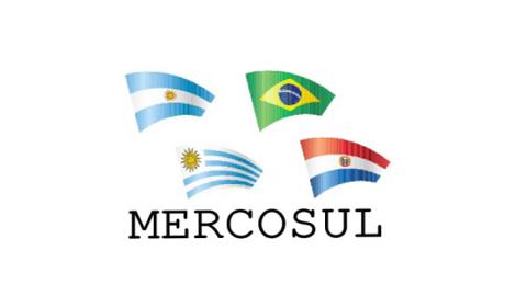 Ideias de Bolsonaro para política externa e Mercosul são preocupantes, diz Amorim