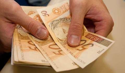 Benefícios iguais a um salário mínimo sobem para R$ 998.