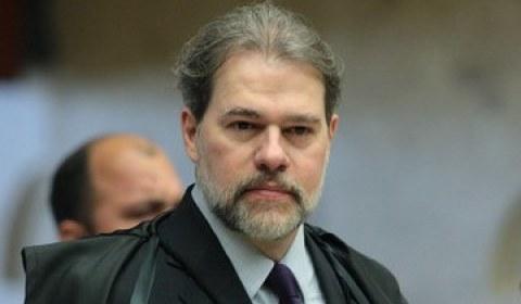 Toffoli atende Petrobras e suspende ação trabalhista bilionária