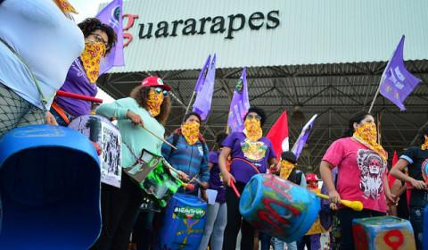 8 de março: mulheres ocupam e paralisam fábrica ligada à Riachuelo