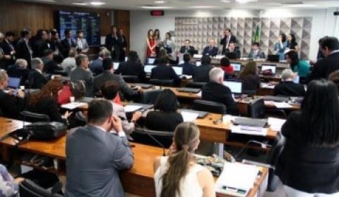 Aliados de Bolsonaro no Congresso querem votar agenda conservadora já