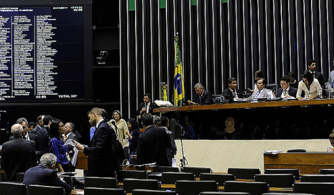 Mesmo sem força, governo insiste em votar Reforma até dia 15/12