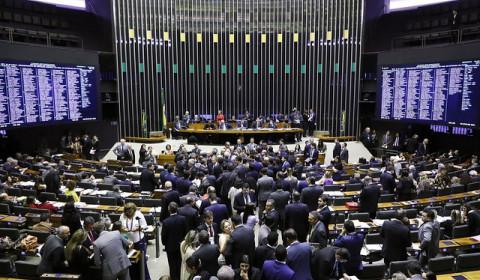 Câmara aprova MP do pente-fino do INSS, que dificulta acesso a benefícios