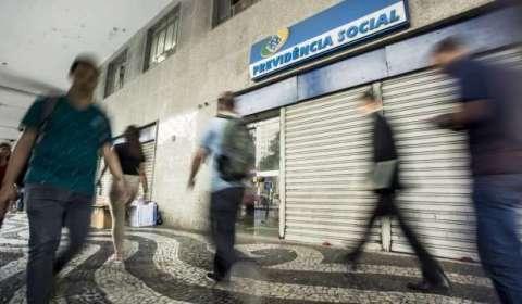 INSS atrasa decisão sobre 720 mil benefícios e sofre ação na Justiça