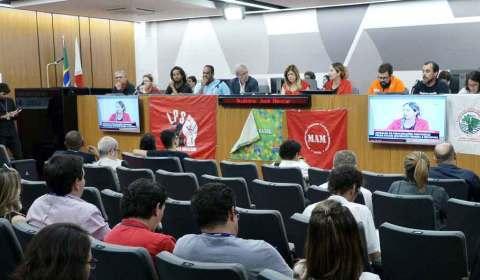 Atos e audiência na luta contra a privatização