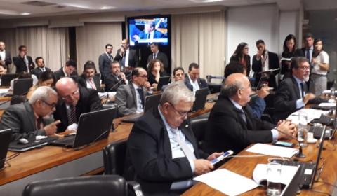 Aliados de Temer e Bolsonaro aprovam MP 844, que privatiza a água