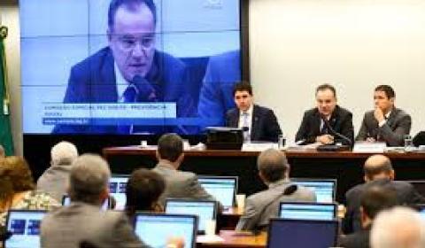 Deputados apontam 'crueldade' no relatório da Previdência
