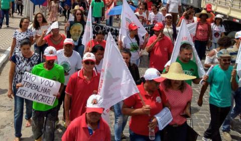 Trabalhadores comemoram suspensão de Reforma da Previdência, mas vão continuar mobilizados
