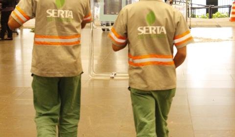 Empreiteira Serta atrasa salários e deixa trabalhadores inseguros