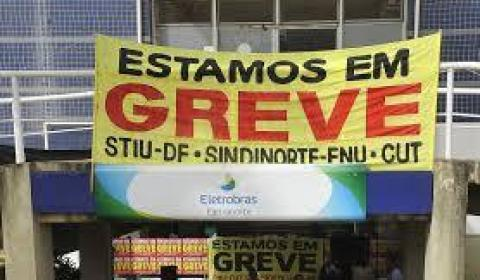 Trabalhadores da Eletrobras retomam greve