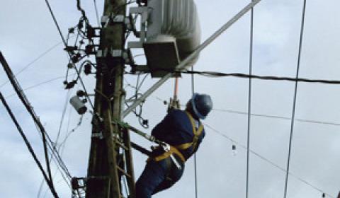 Coelba propõe rebaixar proposta já negociada e eletricitários entram em greve