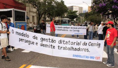 Eletricitários realizam ato contra as demissões na Cemig
