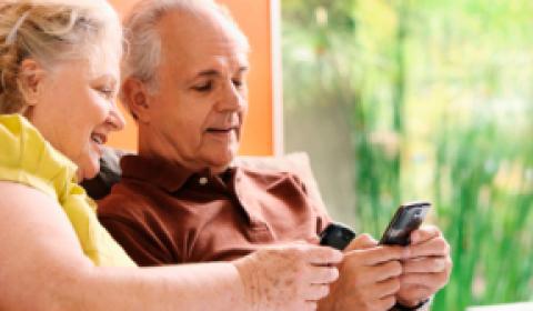 Neto de Aluguel ensina idosos a lidar com tecnologia