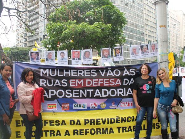 Mulheres vão às ruas em defesa da aposentadoria