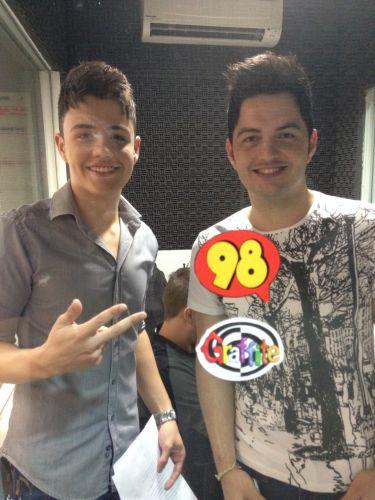 Vitor e Guilherme gravam musica para  98 Futebol Clube
