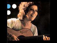 """Beth Carvalho canta """"Saco de feijão""""; música"""