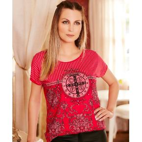 Blusa feminina medalha de São Bento - vermelha