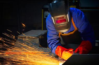 Empresa recruta soldador para trabalhar na Alemanha e Holanda com disponibilidade imediata