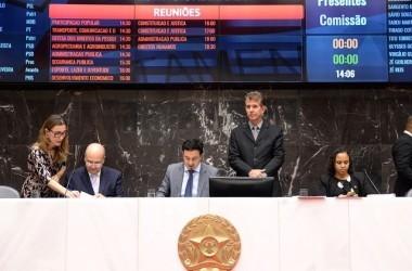 Novo texto recebido na Reunião Ordinária do Plenário acata algumas sugestões de blocos parlamentares, servidores e sociedade civil - Foto: Luiz Santana