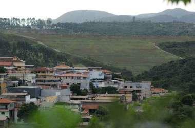 Barragem Casa de Pedra fica a 200 metros de casas(foto: Túlio Santos/EM/D.A.Press)